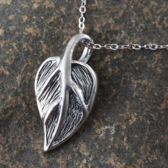 Jewelry - Sterling Silver Leaf Pendant With Chain (18 in)